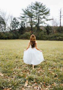 Sukienki szyfonowe gładkie i we wzory